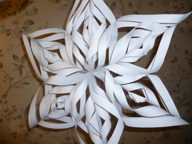 Как сделать снежинку из бумаги фото большую